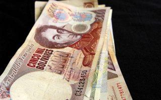 Η Κεντρική Τράπεζα της χώρας θα τυπώσει έξι νέα χαρτονομίσματα, 500 μέχρι και 20.000 μπολιβάρ, καθώς και τρία κέρματα μικρότερης αξίας, τα οποία θα τεθούν σε κυκλοφορία στις 15 Δεκεμβρίου.