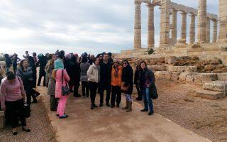 Εχοντας περάσει μήνες σε καταυλισμούς, χωρίς τη δυνατότητα για μετακινήσεις ούτε για ουσιαστική επαφή με το ελληνικό στοιχείο, οι γυναίκες υποδέχθηκαν με χαρά την πρόταση εξόδου.