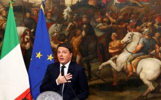 Ο Ιταλός πρωθυπουργός, Ματέο Ρέντσι, σε δηλώσεις του ενώπιον εκπροσώπων του Τύπου μετά το δημοψήφισμα στη Ρώμη.