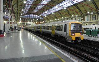 Ο υπουργός Μεταφορών Κρις Γκρέιλινγκ επιδιώκει από το 2018 να συνάπτονται συμβάσεις, οι οποίες, υπό μορφή κοινοπραξίας, θα φέρουν κοντά τις εταιρείες διαχείρισης των συρμών (Stagecoach, First Group) με τα στελέχη της κρατικής Network Rail.