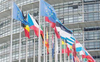 Εάν οι οικονομίες της Ε.Ε. εξαρτώνται σε μεγάλο βαθμό από την εγχώρια ζήτηση, τότε ο ρόλος των εξαγωγών στην οικονομική ανάπτυξη είναι πολύ μικρός, ώστε να ισοφαρίσει την κάμψη της εγχώριας ζήτησης – αυτό είναι το αποτέλεσμα της συρρίκνωσης του ρόλου των μισθών στην οικονομία.