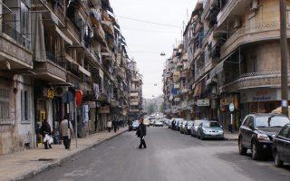 Εξωπραγματική φαντάζει η σκηνή από περιοχή του Χαλεπίου που δεν γνώρισε μεγάλης έκτασης εχθροπραξίες. Στο ανατολικό τμήμα της πόλης, όπου μαίνονται οι βομβαρδισμοί, ολόκληρα οικοδομικά τετράγωνα έχουν ισοπεδωθεί.