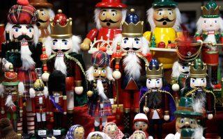 Οι άνδρες συχνά έχουν εγγενή δυσκολία να κάνουν αλλά και να λαμβάνουν δώρα και τα Χριστούγεννα σηματοδοτούν μια εποχή μεγάλου άγχους.