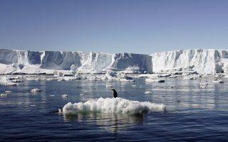 Με ταχύτατους ρυθμούς λιώνουν οι παγετώνες της Ανταρκτικής, ενώ οι επιστήμονες προσπαθούν να καταγράψουν τις συνέπειες του φαινομένου.