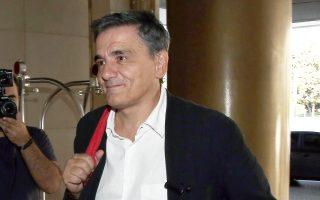 «Το ΔΝΤ ζητεί από τους Ελληνες συνταξιούχους και τις φτωχότερες τάξεις μισθωτών να είναι φειδωλοί στις ανάγκες τους, τη στιγμή που το ίδιο είναι φειδωλό με την αλήθεια», είπε ο κ. Τσακαλώτος.
