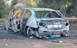 Το αυτοκίνητο με το οποίο οι ληστές διέφυγαν από την εταιρεία βρέθηκε καμένο στην Κάτω Κηφισιά.