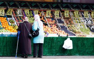 Μουσουλμάνες στο Βερολίνο. Οι Γερμανοί πιστεύουν ότι δύο στους δέκα κατοίκους της χώρας είναι μουσουλμάνοι, ενώ η πραγματική αναλογία είναι ένας στους είκοσι.