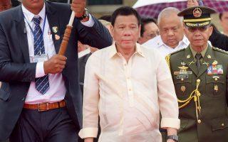 Ο Ροντρίγκο Ντουτέρτε, κατά τη διάρκεια της χθεσινής επίσκεψής του στην Καμπότζη.