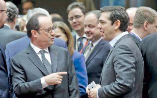 Ο Αλ. Τσίπρας συνομιλεί με τον Γάλλο πρόεδρο Φρανσουά Ολάντ, στο περιθώριο της Συνόδου της Ε.Ε.