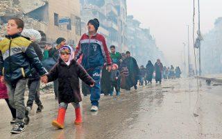 Πολύ σκληρή είναι η βροχή για τους αμάχους του ανατολικού Χαλεπίου, οι οποίοι αναγκάζονται να εγκαταλείψουν τις εστίες τους ύστερα από την παράδοση και του τελευταίου θυλάκου των ανταρτών. Περίπου 1.000 πολίτες και μαχητές μεταφέρθηκαν χθες στην επαρχία Ιντλίμπ, που εξακολουθεί να ελέγχεται από αντικαθεστωτικούς, με κίνδυνο να ξαναζήσουν τον εφιάλτη των βομβαρδισμών από τον κυβερνητικό στρατό του προέδρου Ασαντ και τη ρωσική αεροπορία. Είχε προηγηθεί κατάπαυση του πυρός χάρη στην από κοινού μεσολάβηση Ρωσίας και Τουρκίας. Τηλεφωνική επικοινωνία για την εκκένωση του ανατολικού Χαλεπίου είχαν Ομπάμα και Ερντογάν.