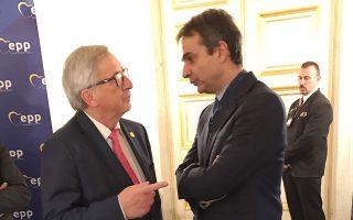 Ο Κυρ. Μητσοτάκης συναντήθηκε χθες στο περιθώριο του ΕΛΚ με τον πρόεδρο της Ευρωπαϊκής Επιτροπής Ζαν-Κλοντ Γιούνκερ.