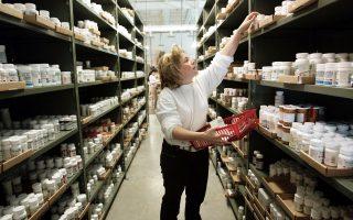 H μέση αξία του «καλαθιού» των καταναλωτών από τα ηλεκτρονικά φαρμακεία φθάνει τα 40,67 ευρώ. Δημοφιλέστερα προϊόντα είναι οι κρέμες προσώπου, τα αντηλιακά, τα συμπληρώματα διατροφής και οι βρεφικές τροφές.