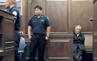 Οι κατηγορίες εις βάρος του Ντομινίκ Στρος-Καν αποσύρθηκαν, καθώς η νομική του ομάδα ήρθε σε εξωδικαστικό συμβιβασμό με την καμαριέρα του ξενοδοχείου στη Νέα Υόρκη.