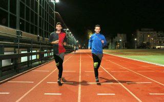 Αριστερά ο Σαμίρ και δεξιά ο Φαουζί αδιαφορούν για το κρύο και γυμνάζονται, διότι, όπως λένε οι προπονητές τους, «η άσκηση είναι αναμφίβολα το πιο αποτελεσματικό αντικαταθλιπτικό» για τις κακουχίες.