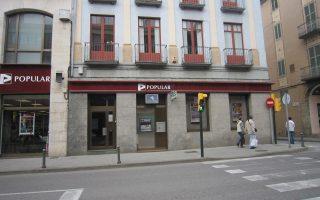 Εμποδίζοντας την περαιτέρω πτώση των επιτοκίων, οι ισπανικές τράπεζες, όπως η Banco Popular Espanol SA, έπλητταν τα συμφέροντα των δανειοληπτών, διότι τους επιβάρυναν με μεγαλύτερες χρεώσεις σε τόκους.