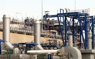 Η κατάσταση του συστήματος φυσικού αερίου της χώρας παραμένει οριακή και σε επιφυλακή. Περιθώρια για έλευση αυξημένων ποσοτήτων από τη Βουλγαρία και την Τουρκία δεν υπάρχουν, ενώ το τρίτο έκτακτο φορτίο LNG που είχε προγραμματιστεί να δέσει στη Ρεβυθούσα αρχικά στις 26 Δεκεμβρίου και στη συνέχεια επισπεύσθηκε για τις 24, δεν έχει καταφέρει ακόμη να φορτώσει λόγω ισχυρής θαλασσοταραχής στην Αλγερία.