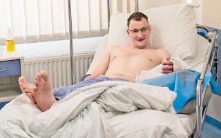 Ο 32χρονος Πιοτρ, ο οποίος γεννήθηκε χωρίς χέρι, υποβλήθηκε σε μεταμόσχευση καρπού. Πρόκειται για το πρώτο εγχείρημα του είδους στα ιατρικά χρονικά.