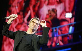 O Tζορτζ Μάικλ στη μοναδική συναυλία του στην Ελλάδα, το 2007, όπου είχε προκαλέσει αίσθηση όταν εμφανίστηκε κρατώντας την ελληνική σημαία.