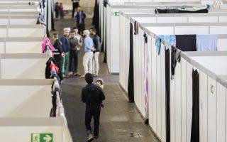 Πρόσφυγες, σε προσωρινό κατάλυμα στο παλαιό αεροδρόμιο Τέμπελχοφ στο κέντρο του Δυτικού Βερολίνου, πέρυσι τον Δεκέμβριο.