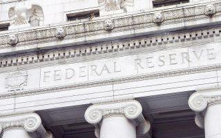 Οι οικονομολόγοι προβλέπουν ενίσχυση της συναλλαγματικής ισοτιμίας του δολαρίου, το οποίο βρίσκεται στο υψηλότερο επίπεδο των τελευταίων 14 μηνών και άνοδο της απόδοσης των αμερικανικών κρατικών ομολόγων, καθώς η Fed θα αυξήσει το 2017 τα επιτόκια δανεισμού περισσότερες από μία φορές.