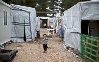 Προσφυγόπουλο στο κέντρο φιλοξενίας στη Ριτσώνα.