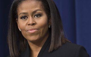 Χρόνια πολλά. Πετυχημένη και σε αυτόν τον τομέα θα έχει να περηφανεύεται ότι υπήρξε η Michele Obama. Μια από τις πιο αξιοπρεπείς και σοβαρές γυναίκες που πέρασαν από τον ρόλο της Πρώτης Κυρίας γιορτάζει τα 52 της χρόνια, γοητευτικότερη από ποτέ.  AFP / SAUL LO