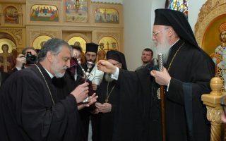 Ο Πρωτοπρεσβύτερος π. Αλέξανδρος Καρλούτσος με τον Οικουμενικό Πατριάρχη Βαρθολομαίος  στην Ελληνορθόδοξη Κοινότητα της Κοίμησης της Θεοτόκου στο Σαουθάμπτον της Νέας Υόρκης..