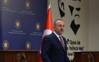 «Οσο κυβερνάει το AKP δεν έχει υπάρξει αλλαγή στο νομικό και de facto status των νησιών του Αιγαίου», ανέφερε ο Τούρκος υπουργός Εξωτερικών Μεβλούτ Τσαβούσογλου, θέλοντας να «θωρακίσει» πολιτικά το Κόμμα Δικαιοσύνης και Ανάπτυξης από οποιαδήποτε κατηγορία περί εθνικών παραχωρήσεων.