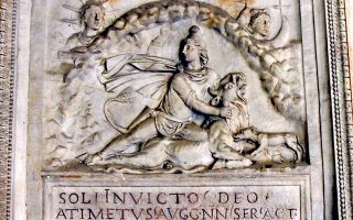 Sol Invictus: ο Ακατανίκητος Ηλιος, ο θεός των Ρωμαίων. Λέγεται πως η λατρεία του αργότερα συνέπιπτε με τα Χριστούγεννα.