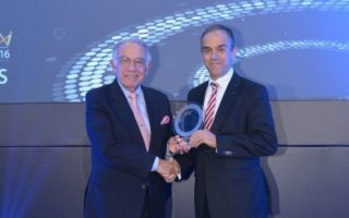 mercedes-benz-ellas-4-diakriseis-sta-hr-awards-20160