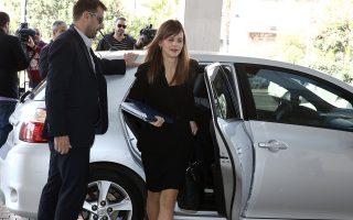 Σύμφωνα με πληροφορίες και στο πλαίσιο των αμοιβαίων υποχωρήσεων, η υπουργός Εργασίας Εφη Αχτσιόγλου αποδέχεται την κατάργηση του υπουργικού βέτο στο θέμα των ομαδικών απολύσεων.