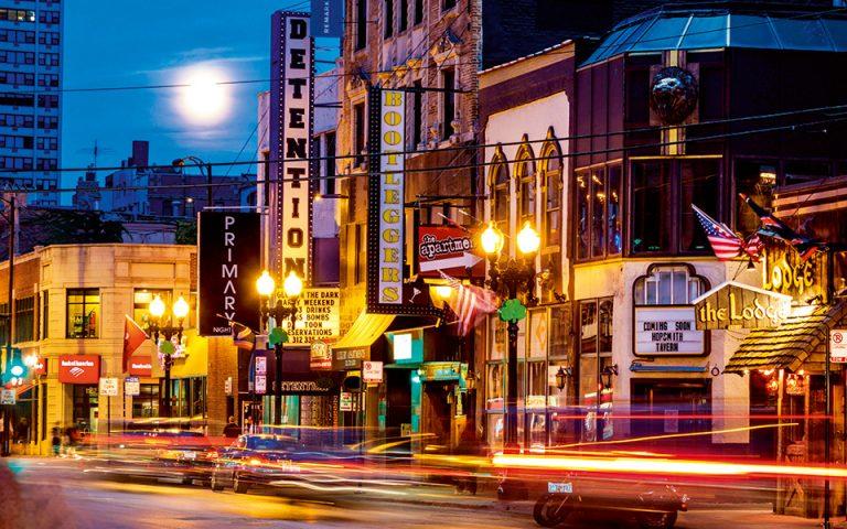 Η Χρυσή Ακτή του Σικάγο, εκτός από τις πολυτελείς επαύλεις και τις ακριβές μπουτίκ, έχει να επιδείξει και έντονη νυχτερινή ζωή.(Φωτογραφία: VISUALHELLAS.GR)