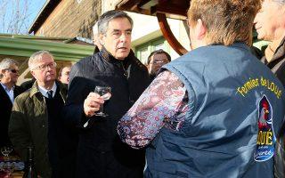 Επίσκεψη Φιγιόν στη γαλλική περιφέρεια. Ο συντηρητικός υποψήφιος κάνει «άνοιγμα» σε φτωχές περιοχές, πολλές από τις οποίες αποτελούν προπύργια του Εθνικού Μετώπου.