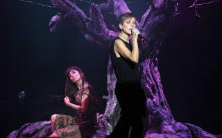 H Aναστασία Μουτσάτου και η Φωτεινή Βελεσιώτου στη σκηνή του Γυάλινου Μουσικού Θεάτρου τραγουδούν, κάθε Δευτέρα και Τρίτη, αγαπημένα τραγούδια, από παλιά λαϊκά μέχρι σύγχρονες συνθέσεις.