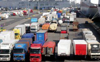 Εκπρόσωποι του κλάδου επισημαίνουν ότι υφίσταται αθέμιτος ανταγωνισμός από περίπου 8.000 φορτηγά ελληνικών συμφερόντων με έδρα τη Βουλγαρία και την Κύπρο.