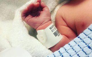«Ποδαρικό» τον Δεκέμβρη έκανε ένα υγιέστατο αγοράκι, το πρώτο παιδί που γεννιέται έπειτα από καιρό στη μακρινή Θύμαινα με τους 136 κατοίκους.