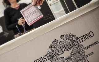 epa05659102 An Italian casts his ballot for the Constitutional Referendum at a polling station in Rome, Italy, 04 December 2016. The crucial referendum is considered by the government to end gridlock and make passing legislation cheaper by, among other things, turning the Senate into a leaner body made up of regional representatives with fewer lawmaking powers. It would also do away with the equal powers between the Upper and Lower Houses of parliament - an unusual system that has been blamed for decades of political gridlock.  EPA/GIUSEPPE LAMI