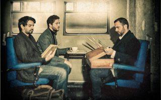 Aπό αριστερά, ο Ντίνος Μάνος (κοντραμπάσο), ο Γιάννης Παπαδόπουλος (πιάνο) και ο Αλέξανδρος–Δράκος Κτιστάκης (ντραμς) αναζητούν το «Lost Track» στο Bios, συνδυάζοντας την τζαζ με την ποπ, ροκ, κλασική και παραδοσιακή μουσική με καλεσμένους - έκπληξη που θα αλλάζουν σε κάθε τους συναυλία.