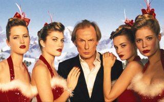 «Love Actually»: Ο Μπιλ Νάι στον ρόλο του ξεπεσμένου ροκ σταρ Μπιλ Μακ, ο οποίος κάνει σουξέ με το χριστουγεννιάτικο χιτ «Christmas's all Around».