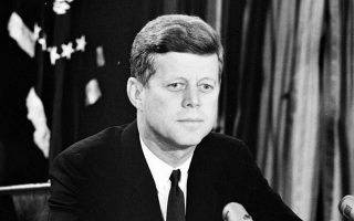 Η άγνοια ενός ψηφοφόρου βάζει σε κίνδυνο την ασφάλεια όλων (Τζων Κέννεντυ, 1917-1963, Αμερικανός πρόεδρος).