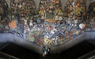 Η μεξικανική ιστορία αποτυπώνεται σε ένα τεράστιο έργο του Ντιέγκο Ριβέρα που εκτίθεται στο Εθνικό Παλάτι του Μέξικο Σίτι.