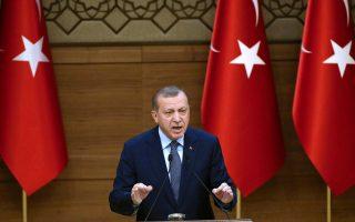 Αυτήν τη στιγμή ο προβληματισμός του Ερντογάν, σύμφωνα με αναλυτές, αφορά τα εσωτερικά προβλήματα και τη Συρία.