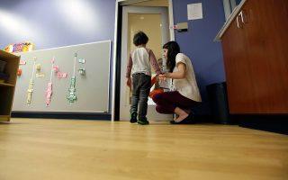 Η σωστή ενημέρωση των γονιών και η ανάπτυξη κατάλληλων δεξιοτήτων από τους ίδιους μπορούν να οδηγήσουν παιδιά στο φάσμα του αυτισμού σε σημαντικές βελτιώσεις σε βάθος χρόνου.