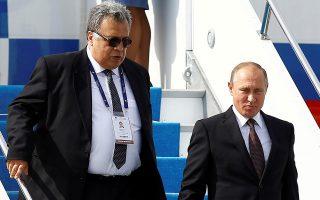 Ο πρέσβης της Ρωσίας στην Τουρκία, Αντρέι Καρλόφ και ο Ρώσος πρόεδρος Βλαντιμίρ Πούτιν.