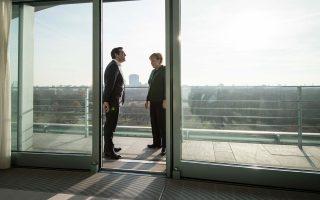 Προσεκτικά «αυστηρή» για τις παροχές του κ. Τσίπρα, η Γερμανίδα καγκελάριος Αγκελα Μέρκελ είπε πως «θα έπρεπε να προηγηθεί ενημέρωση».