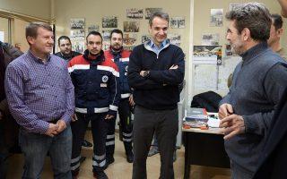 Ο πρόεδρος της Νέας Δημοκρατίας στις εγκαταστάσεις του ΕΚΑΒ. Ο κ. Κυριάκος Μητσοτάκης βρίσκεται σε διαρκή επαφή με κοινωνικές ομάδες και στελέχη προκειμένου να στηρίξουν την προσπάθειά του.