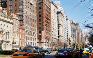 Στη Νέα Υόρκη, η Airbnb προσέφυγε στα δικαστήρια κατά του προστίμου των 7.500 δολ. σε ιδιοκτήτες που ενοικιάζουν τα σπίτια τους για διάστημα μικρότερο των 30 ημερών.