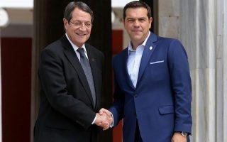 epafes-tsipra-me-epikentro-tis-krisimes-diavoyleyseis-gia-to-kypriako-2167733
