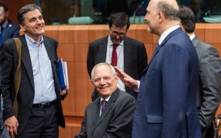 Τα χαμόγελα μεταξύ του Γερμανού υπουργού Οικονομικών Βόλφγκανγκ Σόιμπλε και του Ελληνα ομολόγου του Ευκλείδη Τσακαλώτου ανήκουν στο παρελθόν. Τώρα ο κ. Τσακαλώτος έχει κληθεί να δώσει δεσμευτικές γραπτές διαβεβαιώσεις.