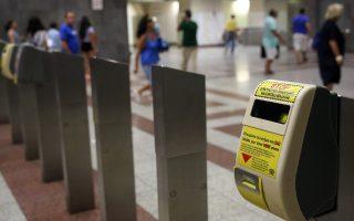 Η προοπτική εφαρμογής του ηλεκτρονικού εισιτηρίου έχει αδρανήσει εδώ και μήνες τον ελεγκτικό μηχανισμό στα μέσα μαζικής μεταφοράς.